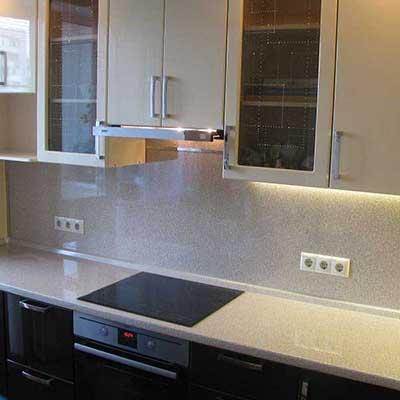Мебель магазин кухонная столешница фасады белое золото столешница венге